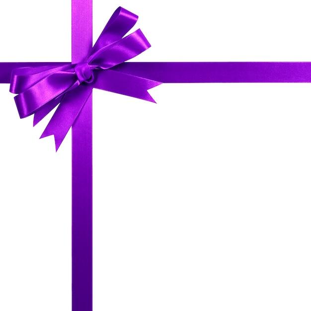 Vertikaler eckgrenzrahmen des purpurroten geschenkbandbogens lokalisiert auf weiß. Premium Fotos