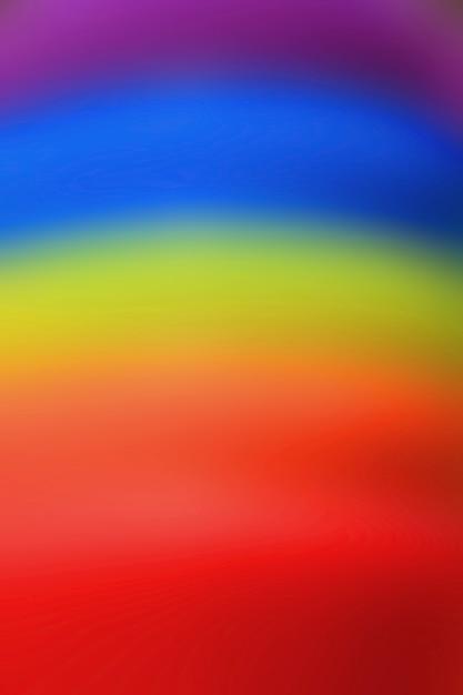 Vertikales bild des abstrakten unscharfen regenbogens färbte gummiringe für hintergrund Premium Fotos