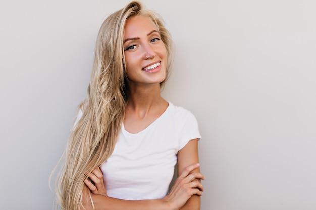 Gebräunte haut blonde haare