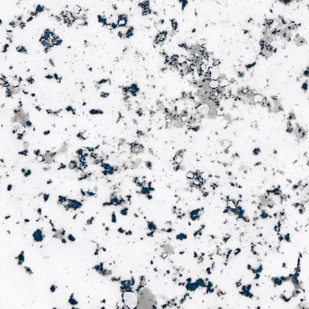 Verwittertes graues strukturiertes holi pulver auf weißem hintergrund Kostenlose Fotos