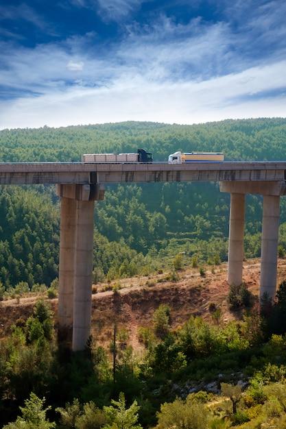 Viaducto de bunol in autovia a-3 straße valencia Premium Fotos