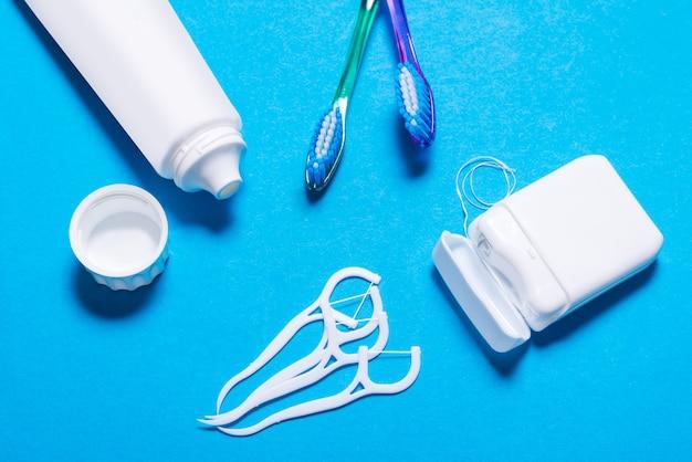 Viel zahnseide, zahnbürste, zahnstocher Premium Fotos