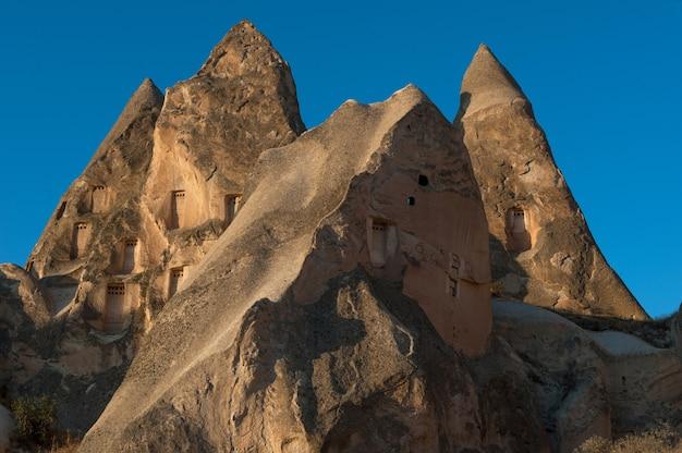 Viele felsformationen im göreme-nationalpark in der türkei Kostenlose Fotos