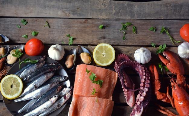 Viele fischarten auf dem tisch Premium Fotos