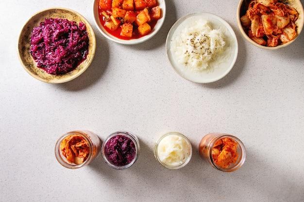 Vielzahl von fermentierten lebensmitteln Premium Fotos