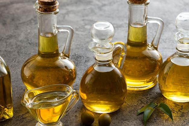 Vielzahl von flaschen mit olivenöl gefüllt Kostenlose Fotos