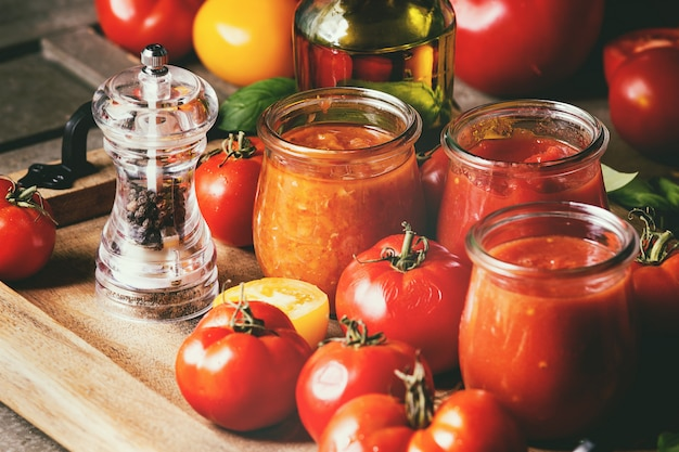 Vielzahl von tomatensaucen Premium Fotos