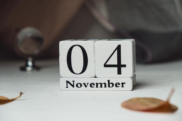 Vierter tag des herbstmonatskalenders november. Premium Fotos