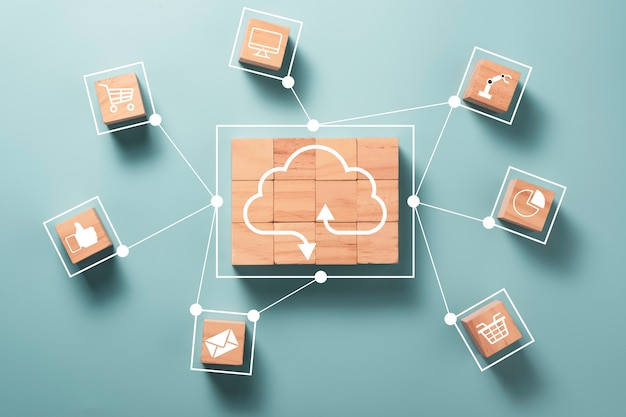 Virtual cloud computing werden auf holzwürfeln gedruckt und verbinden sich mit anderen sozialen medien Premium Fotos
