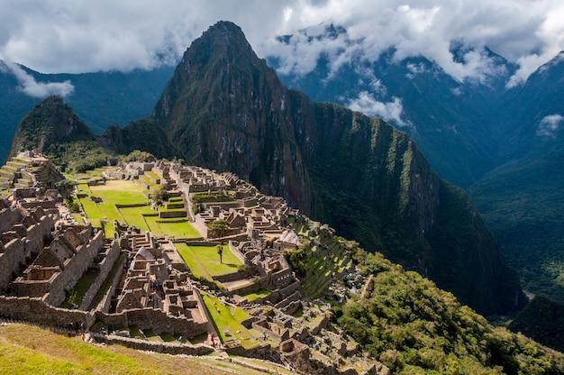Vogelperspektive des atemberaubenden berges machu picchu in peru Kostenlose Fotos