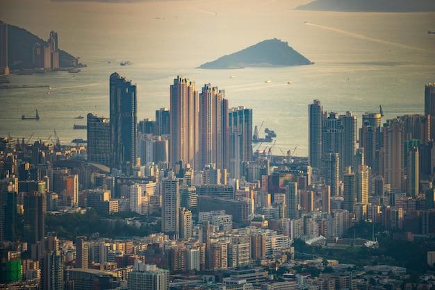 Vogelperspektive von hong kong in der abenddämmerung Premium Fotos