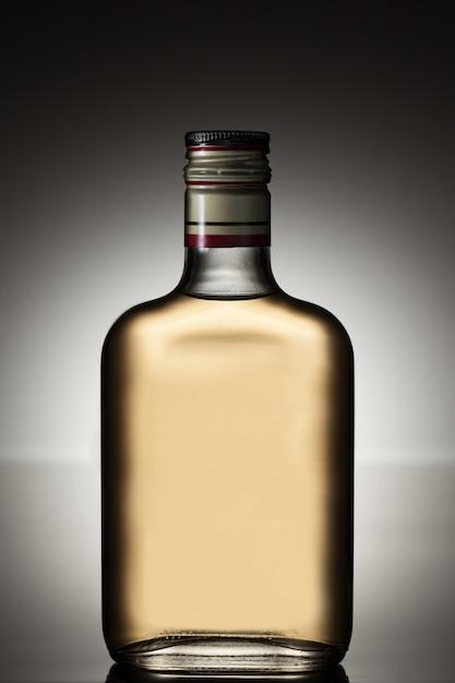 Volle alkoholflasche Kostenlose Fotos