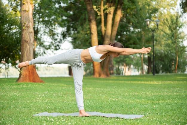 Volle schussfrauen-yogastellung Kostenlose Fotos