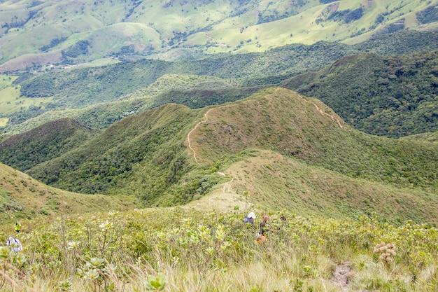 Von der dünnen bergstrecke in brasilien Premium Fotos