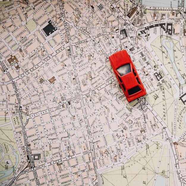 Von oben genanntem Auto auf Stadtplan Kostenlose Fotos