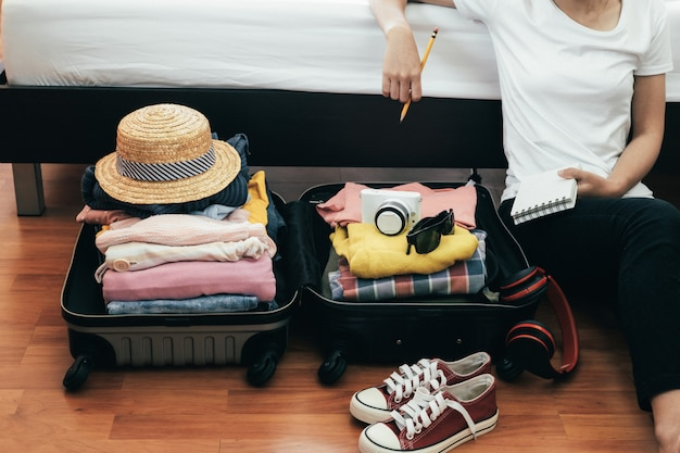Vorbereitung für urlaub oder reise. Premium Fotos