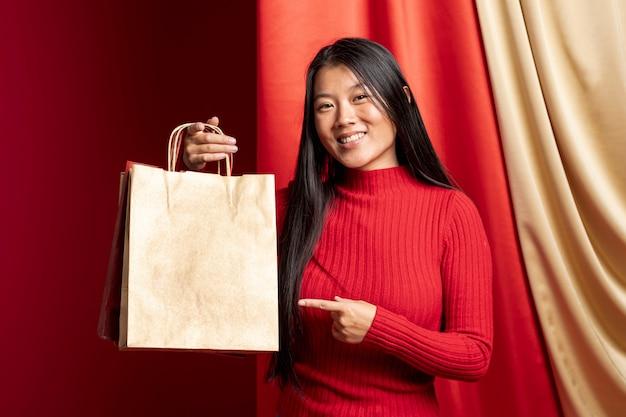 Vorbildliches zeigen auf papiereinkaufstasche für chinesisches neues jahr Kostenlose Fotos