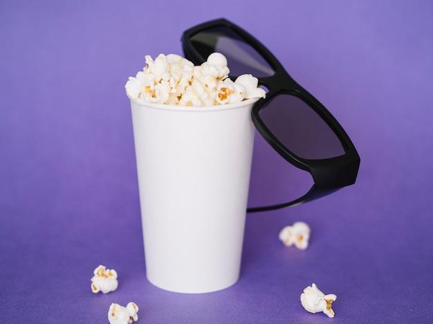 Vorderansicht 3d gläser mit popcornbox Kostenlose Fotos