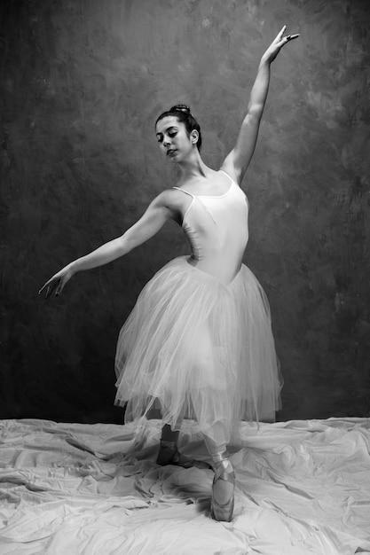 Vorderansicht ballett haltung graustufen Kostenlose Fotos