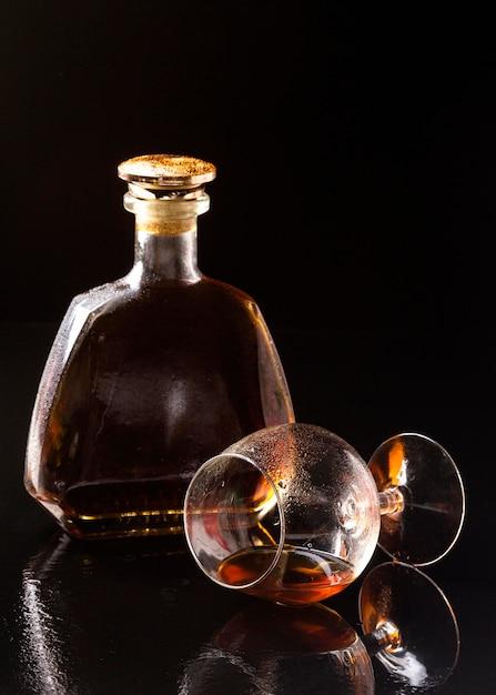 Vorderansicht cognac in horizontalem glas Kostenlose Fotos