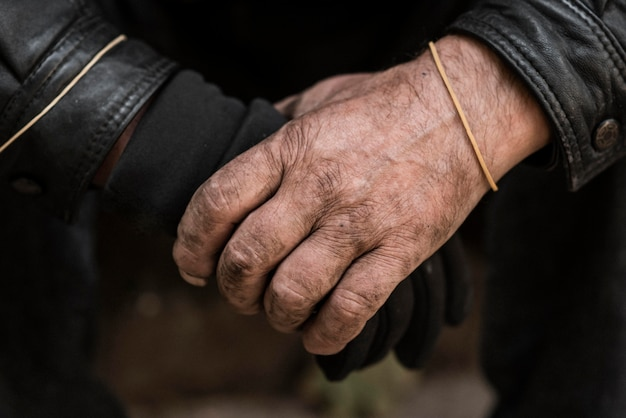 Vorderansicht der hände des obdachlosen Kostenlose Fotos