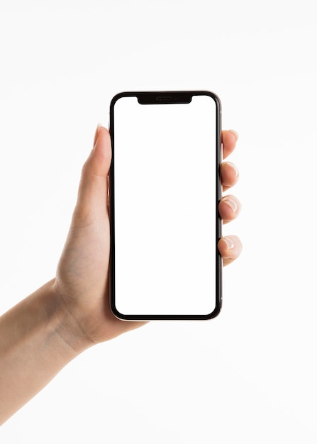 Vorderansicht der hand, die smartphone hält Kostenlose Fotos