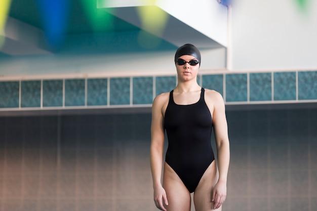 Vorderansicht des berufsschwimmers Kostenlose Fotos