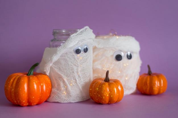 Vorderansicht des halloween handgemachten geisterkonzepts Kostenlose Fotos