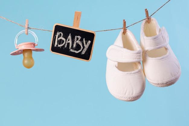 Vorderansicht des netten kleinen babyzubehörs Kostenlose Fotos