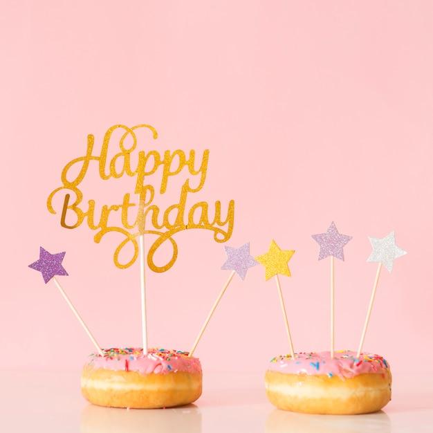 Vorderansicht donut mit topper Kostenlose Fotos