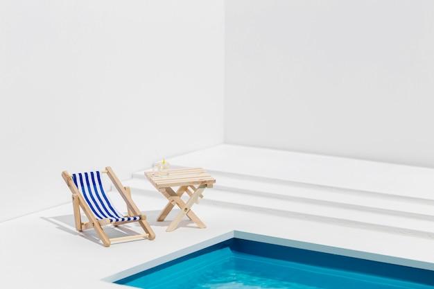 Vorderansicht kleine anordnung von schwimmbadgegenständen Premium Fotos