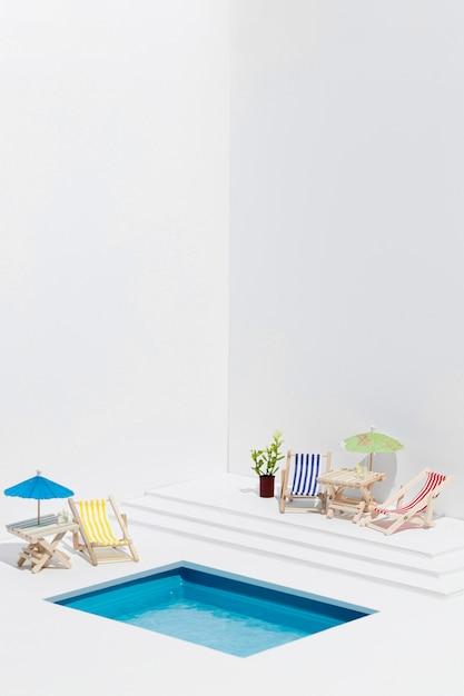 Vorderansicht kleiner pool stillleben anordnung Kostenlose Fotos