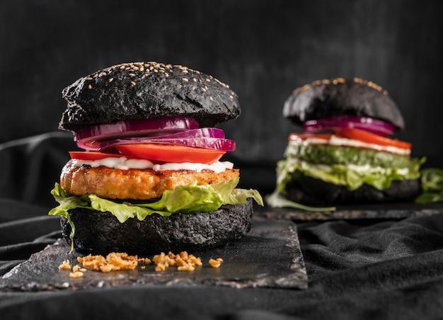 Vorderansicht köstliche burger-anordnung Kostenlose Fotos