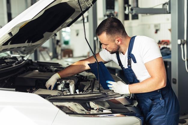 Vorderansicht männlich mechanische bearbeitung Kostenlose Fotos
