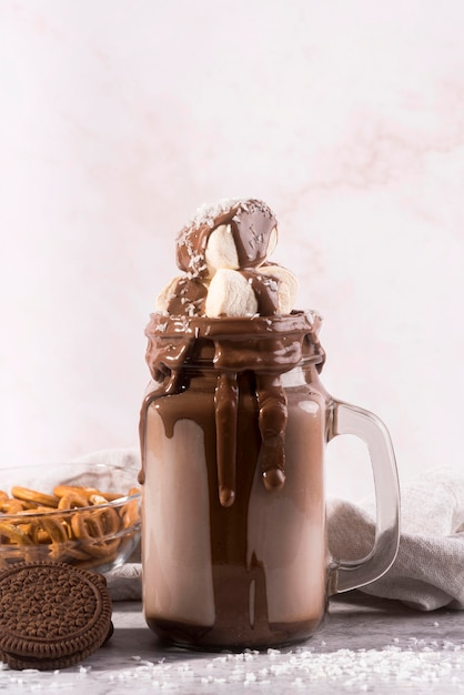 Vorderansicht schokoladendessert mit marshmallows Kostenlose Fotos
