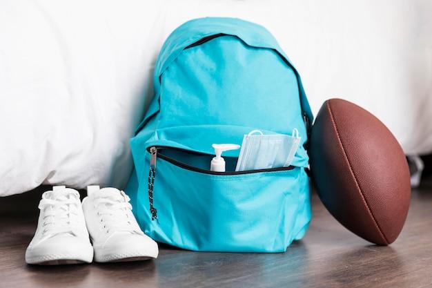Vorderansicht zurück zum schularrangement mit blauem rucksack Kostenlose Fotos