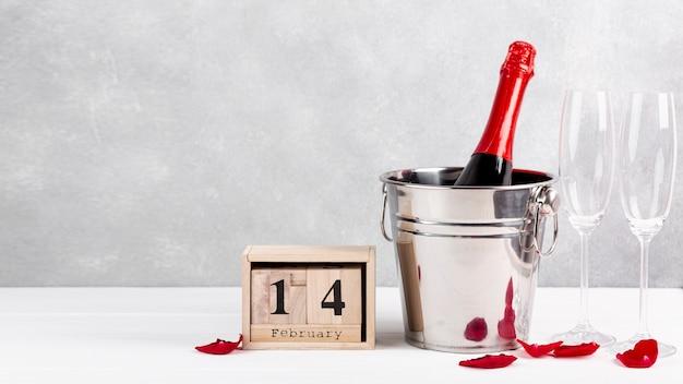 Vorderansichtanordnung für valentinstagabendessen auf tabelle Kostenlose Fotos