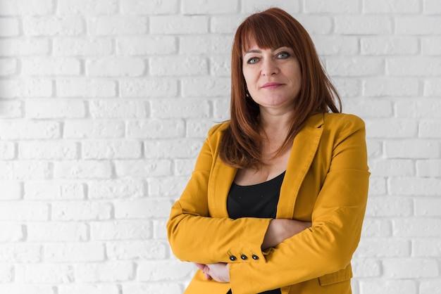 Vorderansichtgeschäftsfrau mit kopieraum Kostenlose Fotos
