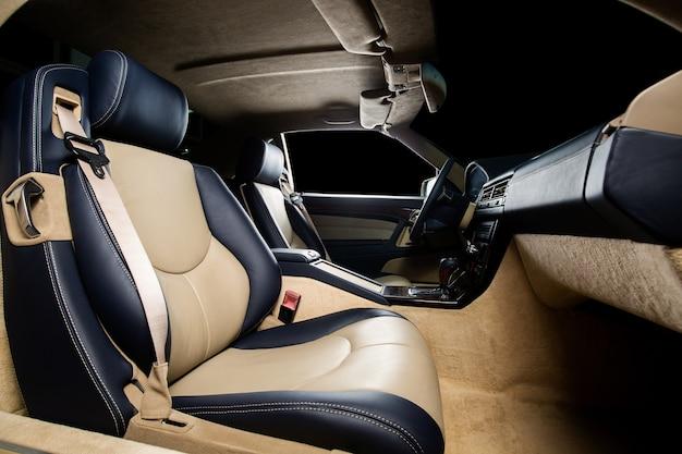 Vordersitz eines autos mit sicherheitsgurt Kostenlose Fotos