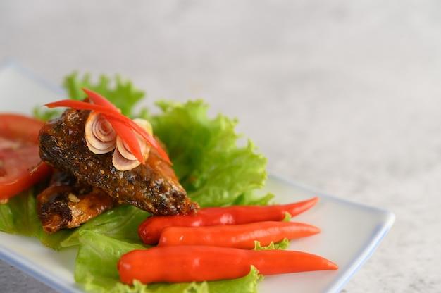 Vorspeisen mit scharfer sardine gemischt mit kräutern Kostenlose Fotos