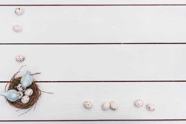 Wachteleier im nest auf tabelle Kostenlose Fotos