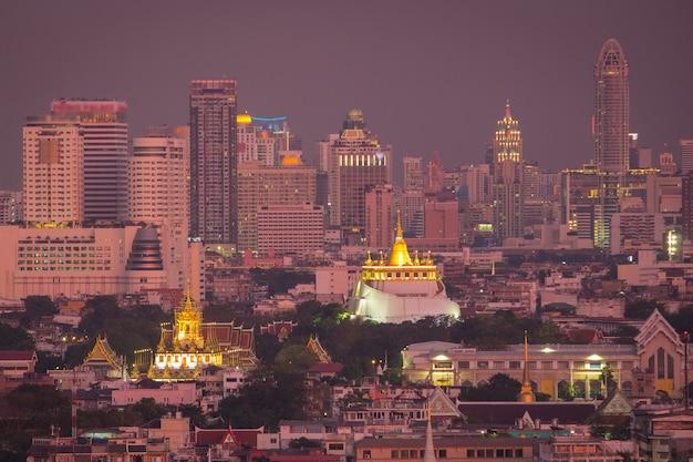 Wahrzeichen bangkoks thailand wat ratchanaddaram und loha prasat metal Premium Fotos