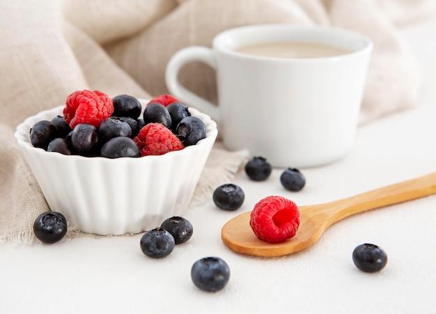 Waldfrucht für kuchen und kaffee Kostenlose Fotos