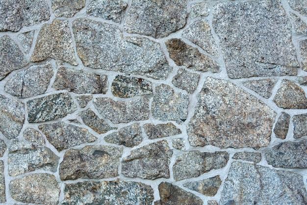 Wand mit dem legen des natursteins der verschiedenen beschaffenheiten. Premium Fotos