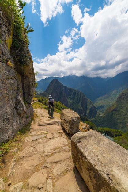 Wanderer, der spuren machu picchu, peru erforscht Premium Fotos