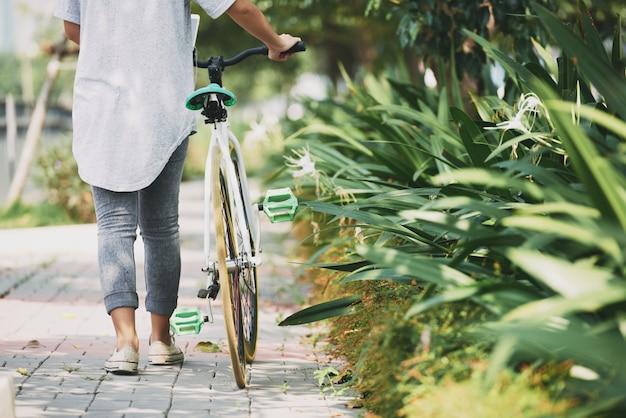 Wandern mit dem fahrrad Kostenlose Fotos