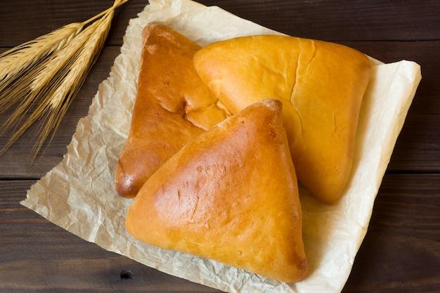Warme kuchen, butterkuchen, traditionelles russisches essen. Premium Fotos