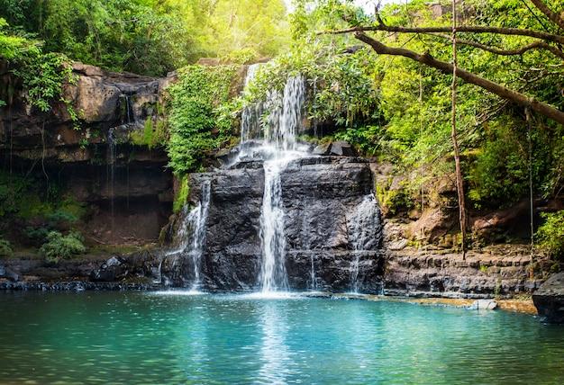 Wasserfall in koh kood. Premium Fotos