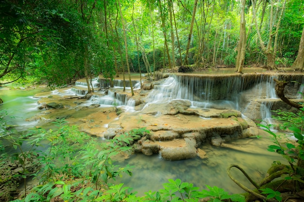 Wasserfall-nationalpark huay mae kamin Premium Fotos
