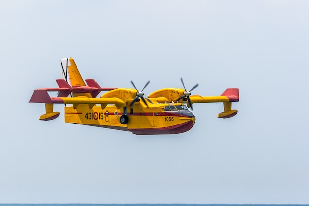 Wasserflugzeug canadair cl-215 Premium Fotos